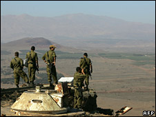 Israeli troops in the Golan observe Syria (archive)