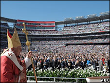 Benedict XVI stands before leads Mass in Washington's Nationals Stadium, 17 April 2008