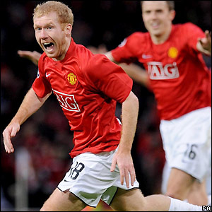 Scholes celebrates his goal for Man Utd