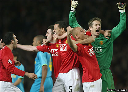 Man Utd's players celebrate victory