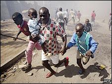 Kenyan family flees street violence