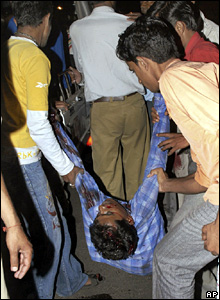 An injured man is carried away for treatment after the bombings in Jaipur (13 May 2008)