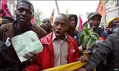 Inmigrantes piden legalización de su situación en Francia, AFP