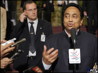 Ministro Indio habla con la prensa