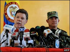 Colombian Defence Minsier Juan Manuel Santos (left) and armed forces chief Gen Freddy padilla (right) on 5 August