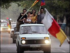 South Ossetian residents celebrate the Russian parliament's decision (25 Aug 08)