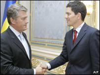Viktor Yushchenko y David Miliband