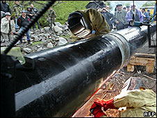 Welders repair a gas pipeline in Russia (archive image)