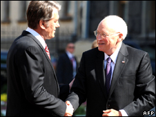 US Vice-President Dick Cheney (r) and Ukraine's President Viktor Yushchenko