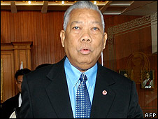 Ousted Thai PM Samak Sundaravej leaves Parliament House in Bangkok on 11September 2008