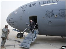 Robert Gates arrives in Baghad