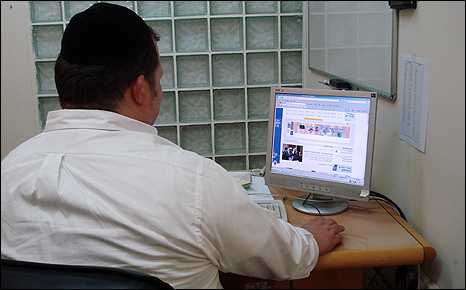 Haredi man surfs the internet