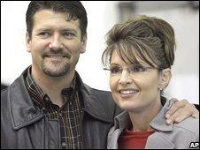 Todd and Sarah Palin in Anchorage, Alaska (file image, 2006)