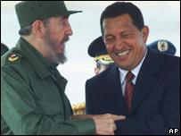 Hugo Chávez, presidente de Venezuela, y el ex presidente cubano Fidel Castro