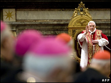 Pope Benedict XVI blesses cardinals at Vatican 22/12/2008