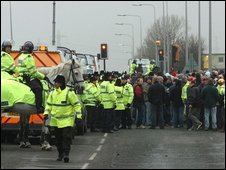 Police and protesters at Lindsey Oil Refinery