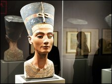 Queen Nefertiti on show