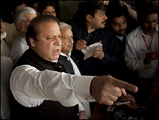 Nawaz Sharif speaks to supporters and journalists in Lahore - 15/3/2009