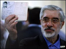 Mousavi registers at the interior ministry in Tehran