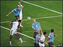 محمد حمص يحرز هدف الفوز