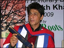 Shah Rukh Khan at the degree ceremony in London, 10 July 2009
