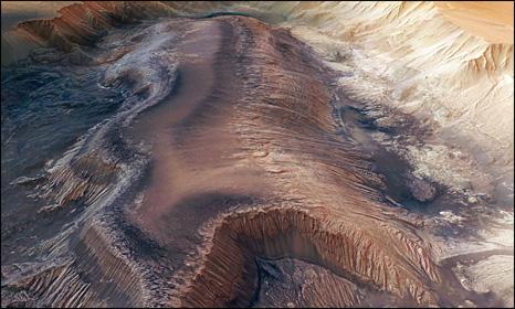 hebes chasma (mesa) on mars