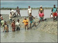Locals on Gabura Island reinforce mud clay sea defences, south Bangladesh