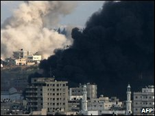 Smoke from Israeli air strikes in the Gaza Strip on 9 January 2009