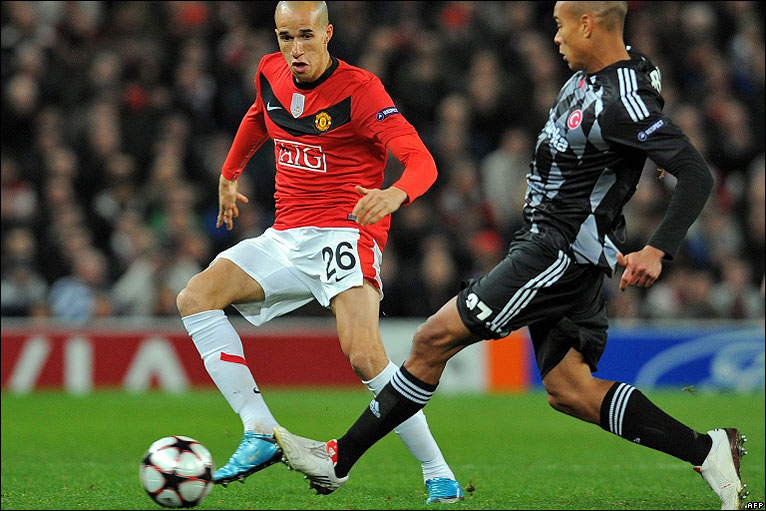 Obertan looks to create an early chance for Man Utd