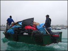 Rubbish boat