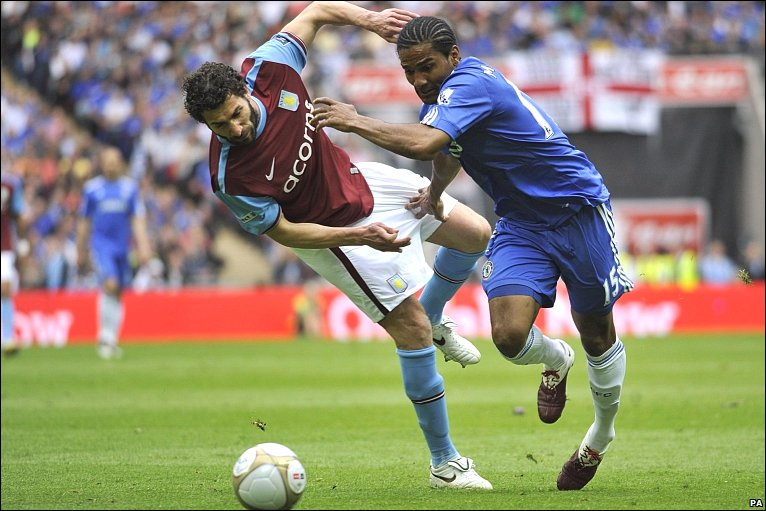 Carlos Cuellar and Florent Malouda playing for Aston Villa and Chelsea respectively