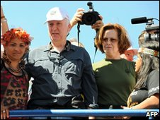 James Cameron and Sigourney Weaver at protest against Belo Monte project in Brasilia, 12 April 2010