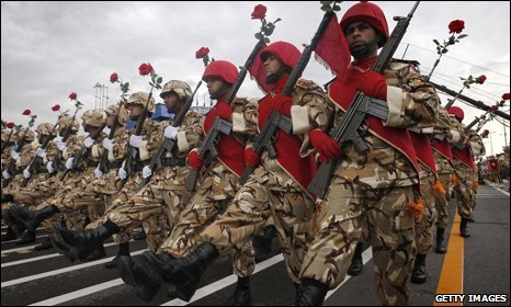 Iranian soldiers march during army day parade 18 April 2010