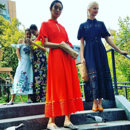 Monochromatic-dresses-by-Lela-Rose