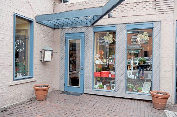 The Irish Design Center on South Craig Street in Oakland. (Pam Panchak/Post-Gazette)