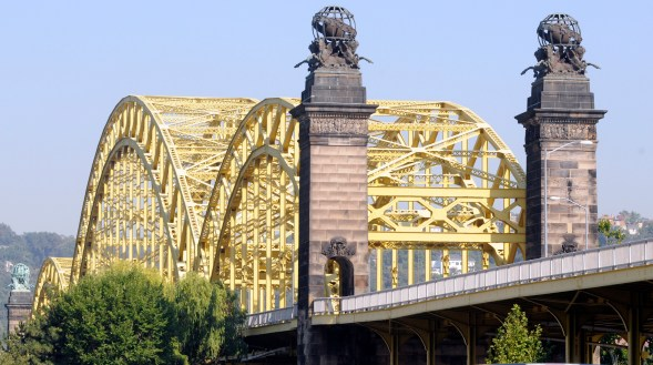 The 16th Street Bridge from Smallman Steet in the Strip. (Pam Panchak/Post-Gazette)
