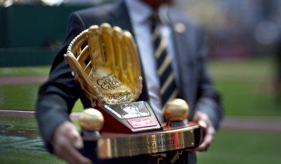 Golden Glove award moments before it was presented to outfielder Starling Marte. (Steve Mellon/Post-Gazette)