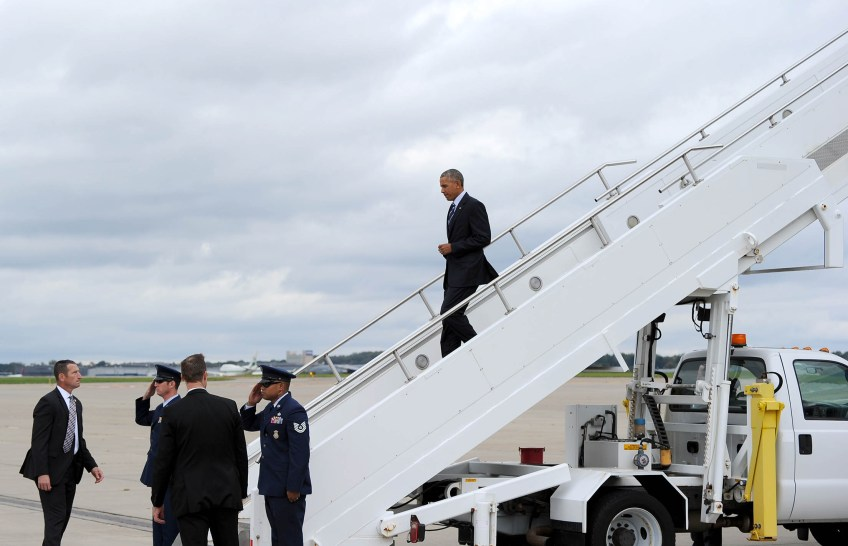 President Barack Obama departs Air Force One after landing at the 171st Air Refueling Wing in Coraopolis. (Photo by Michael Henninger/Post-Gazette)