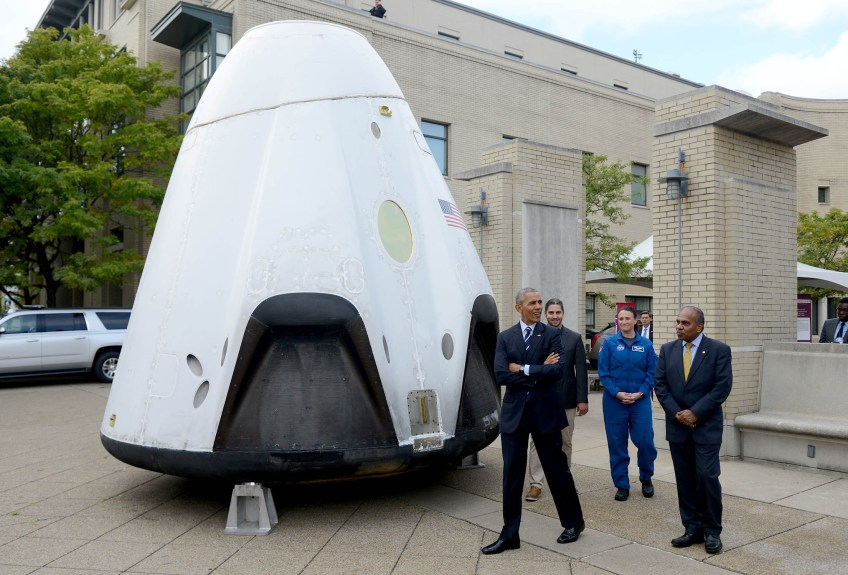 President Barack Obama is given a tour of the SpaceX Dragon Spacecraft at Carnegie Mellon University during his visit for The White House Frontiers Conference. (Photo by Michael Henninger/Post-Gazette)