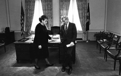 Dec. 30, 1993: On her last day in office, Mayor Sophie Masloff confers with Mayor-elect Tom Murphy. (Photo by John Beale, Post-Gazette)