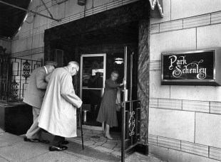 Park Schenley before changing ownership, 1983 (Photo by Lui Kit Wong, The Pittsburgh Press)
