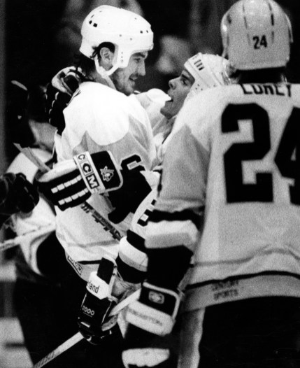 Zarley Zalapski congratulates Lemieux on scoring his 5th goal to put the Flyers away 10-7, Apr.26, 1989 (The Pittsburgh Press photo).