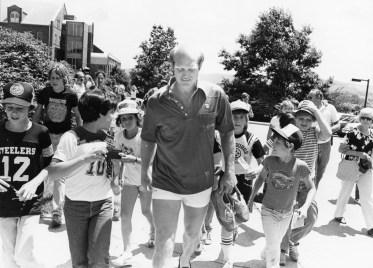 Terry Bradshaw swarmed by kids, 1981 (Photo by Bob Pavuchak/Post-Gazette)
