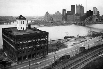 The Lawrence Paint building remained across the river from the Point in 1983. (Jim Fetters/The Pittsburgh Press)