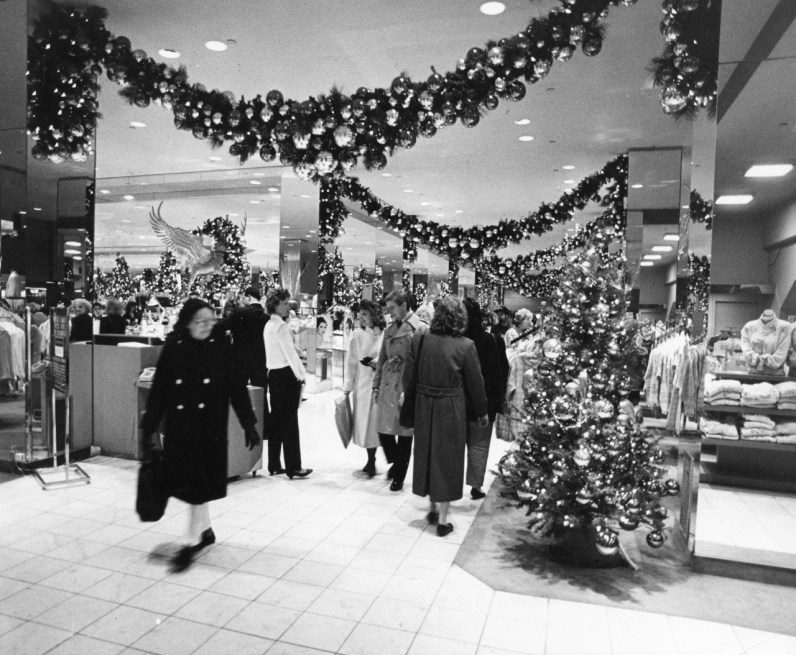 1960: Christmas shopping at Kaufmann's