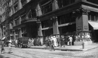 1912: Kaufmann's on Smithfield between Diamond and Fifth