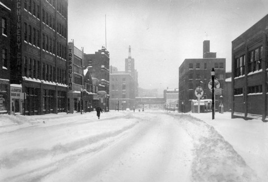 Boulevard of the Allies was deserted after the snowstorm. (Pittsburgh Press photo)