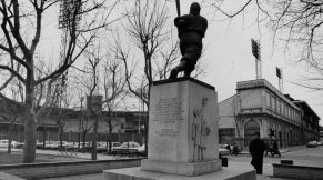 Here is the Wagner statue behind Forbes Field in 1971. It was first erected there in 1955. (Photo credit: Morris Berman/Post-Gazette)