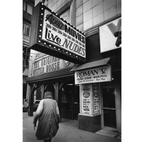 The Roman V at 801 Liberty Avenue in 1985. (Jim Fetters/The Pittsburgh Press)