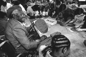At age 92, Burke worked with children from East Hills Elementary School in an art class. (Peter Diana/Post-Gazette)
